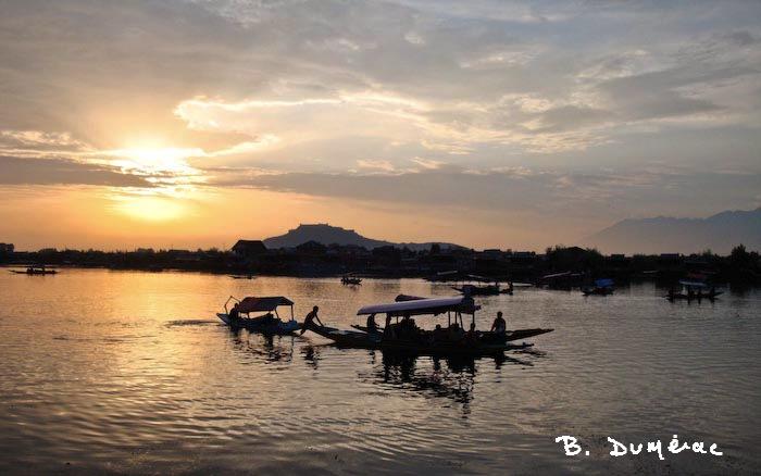 soir tombant sur le lac Srinagar