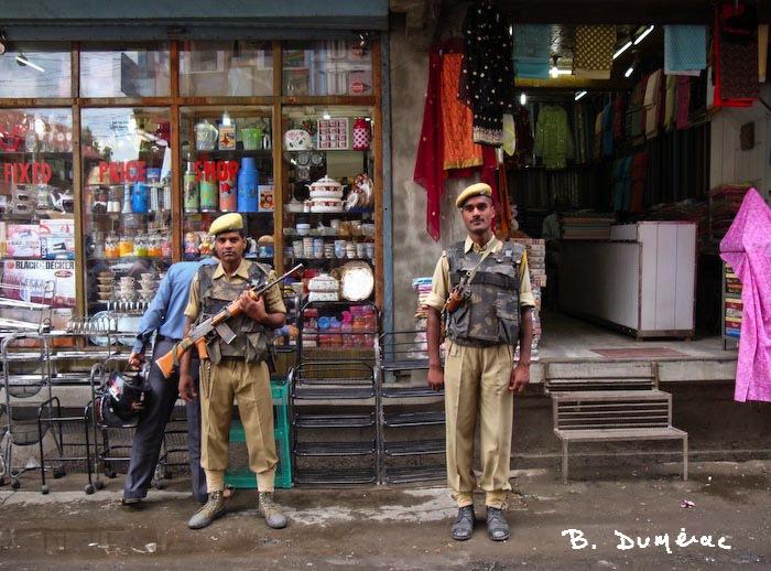 soldats à Srinagar