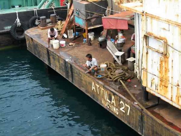 cuisine arrière barge à Miri