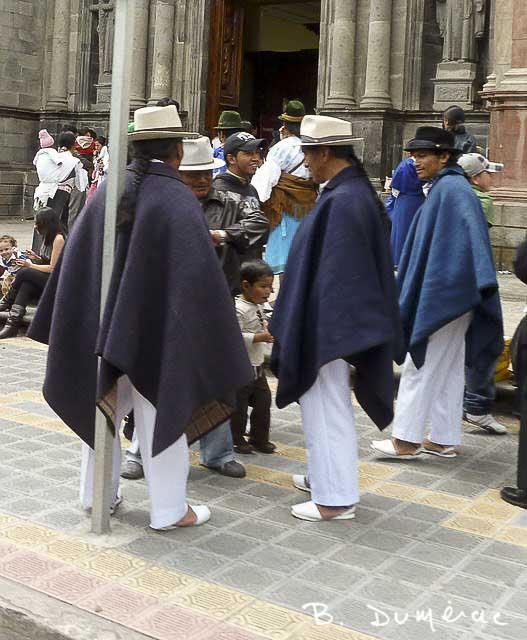 Hommes à Otavalo