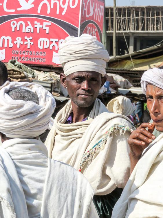 Prêtres à Bahar Dar