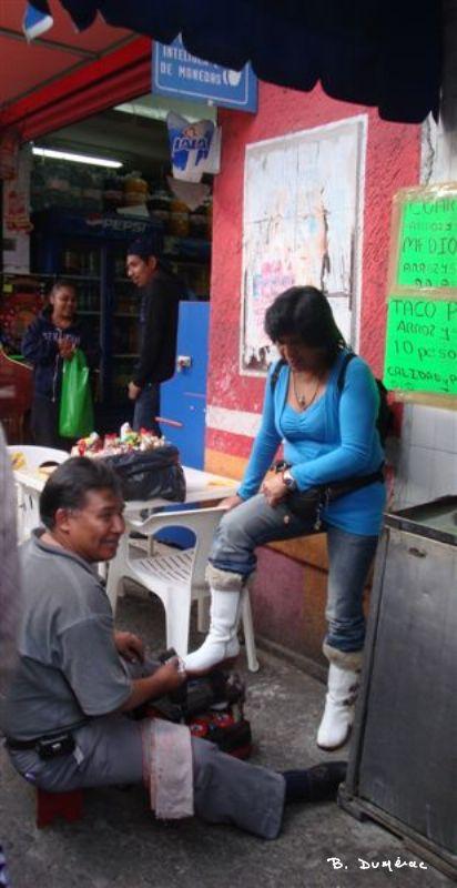 Cireur de chaussures à Mexico