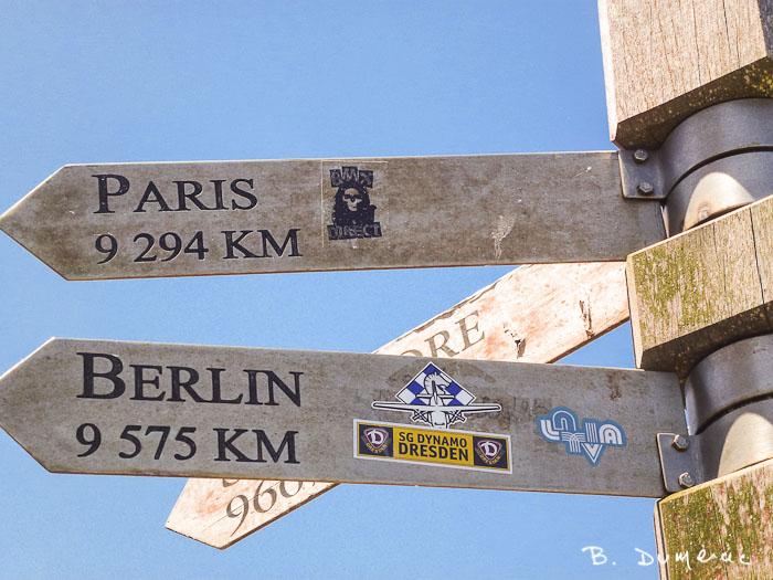 Paris est loin