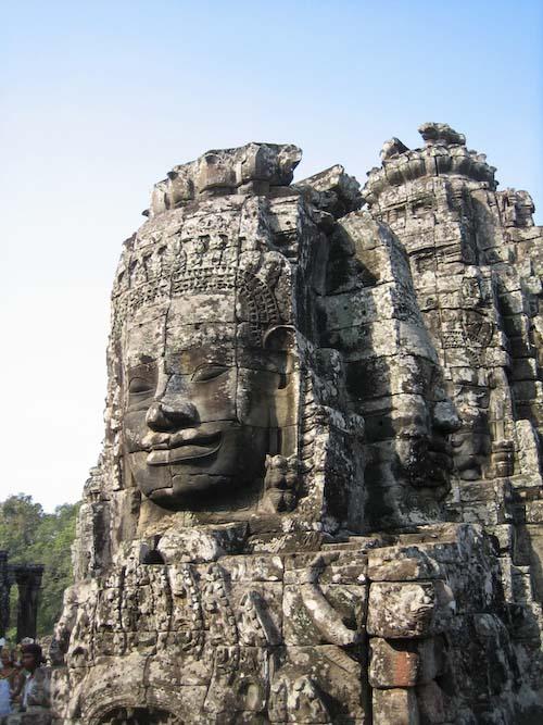 Angkor tête gigantesque